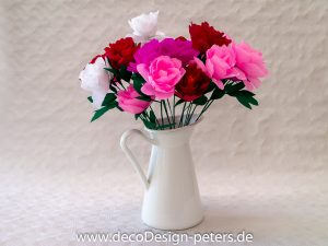 Strauß aus Papierblumen